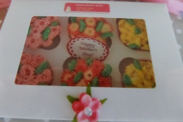 box of 6 mothers day cupcakes