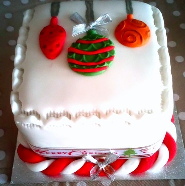 4 inch mini christmas baubles cake