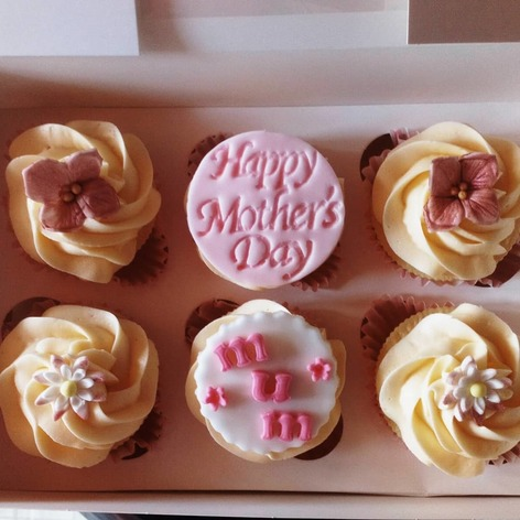 Floral mothers day/mum cupcakes