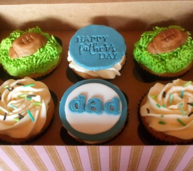 box of 6 happy fathers day golf inspired cupcakes