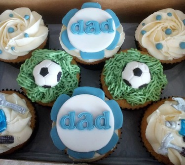 box of 8 football/dad fathers day cupcakes