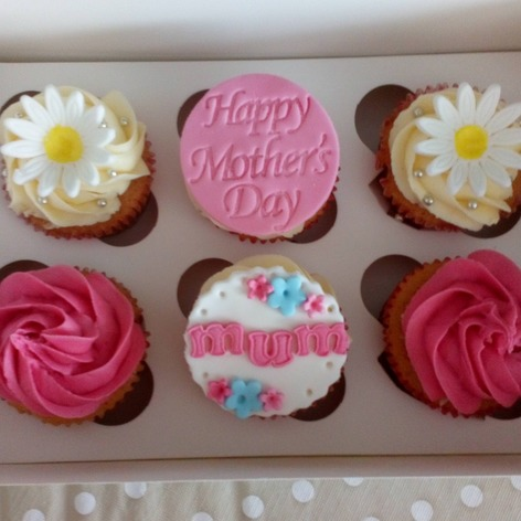 Happy mothers day mum, daisy and rose cupcakes
