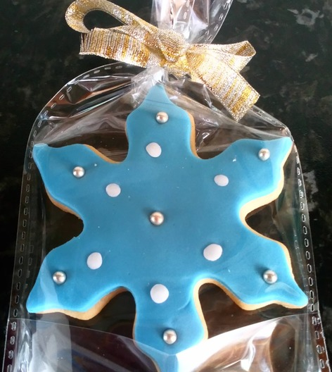 snowflake iced cookie