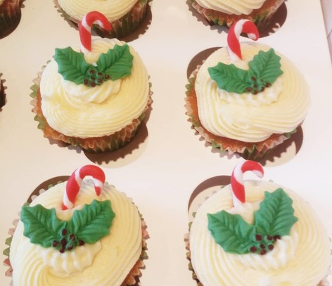 holly/candy cane themed cupcakes